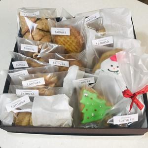 YAKIGASHI tamusa 冬の贈り物2018発売中!4100円詰合せ。焼き菓子や可愛いアイシングクッキー詰合せです。